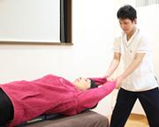 身体の状態をていねいに説明し、根本改善に向けた施術をします